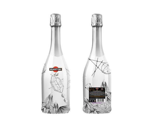 为庆祝著名鸡尾酒品牌Martini(马天尼)150周年纪念,该品牌在俄罗斯举办了一场酒瓶包装设计大赛,征稿时间3月18日-4月29日,最终获奖者将获得前往伦敦圣马丁斯艺术设计学院学习的机会,所设计的包装也会被真正生产销售到世界各地。活动官方网站:http://art-club.com。 以下是目前征稿中的一些精彩作品: