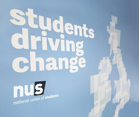 新加坡国立大学更名斯宾塞杜波伊斯及启用新标志