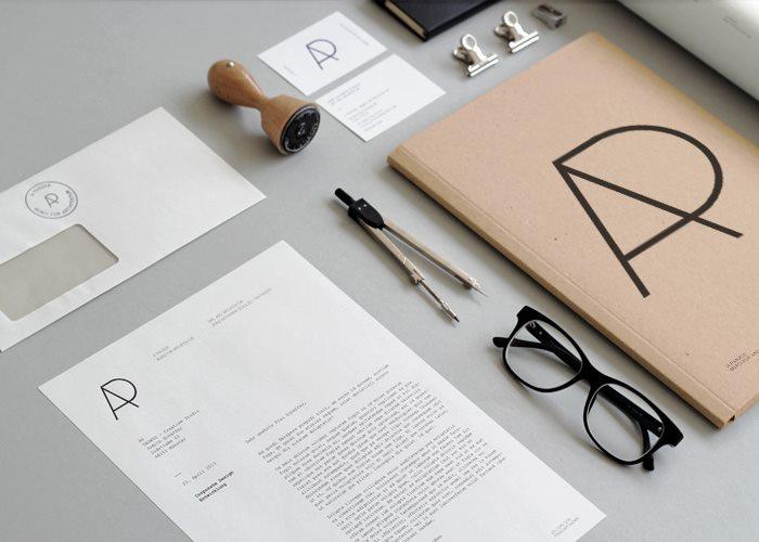 A PANZER建筑企业VI设计(visual identity 以下简称VI )与应用,经过设计的 VI 完整表达出公司的标志、标准色、标准字、再透过企业 VI设计 传达出理念、文化、服务内容,具有感染力的VI系统最重要的意义就是他是容易被公众所看见与接受,建筑公司的LOGO 简单的将名称前缀当成图形来组合,创造一个属于自己的企业VI设计系统。体系以简约的风格套用全系列VI,让公众的主视觉感受到的是简单却很精致。   名片设计选用白色为基底,塑造出简约的视觉感,一张有质感的名片并不需要太多复杂的排版与